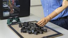 Prótese faz pacientes amputados sentirem o toque em objetos