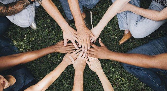 'A verdade universal que os ossos gritam é que somos todos humanos'