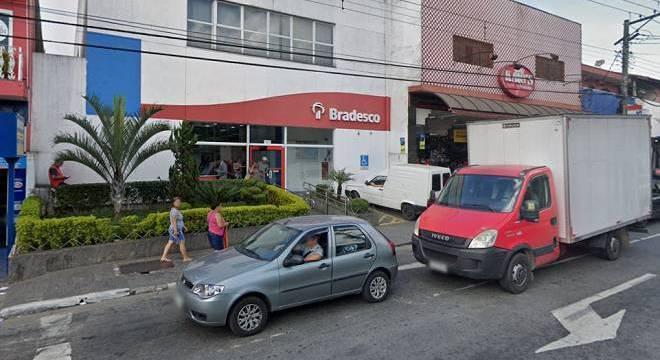 Seguranças de comércios próximos notaram movimentação e chamaram a polícia