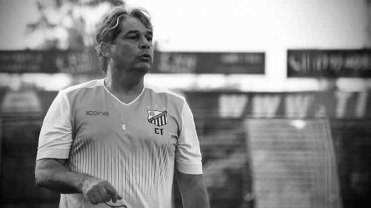 Bragantino: Marcelo Veiga – Icônico treinador do futebol brasileiro, Veiga fez história pelo Bragantino. Foram 516 jogos à frente do Massa Bruta em seis passagens. Infelizmente, morreu no dia 14 de dezembro de 2020 por causa da Covid-19.