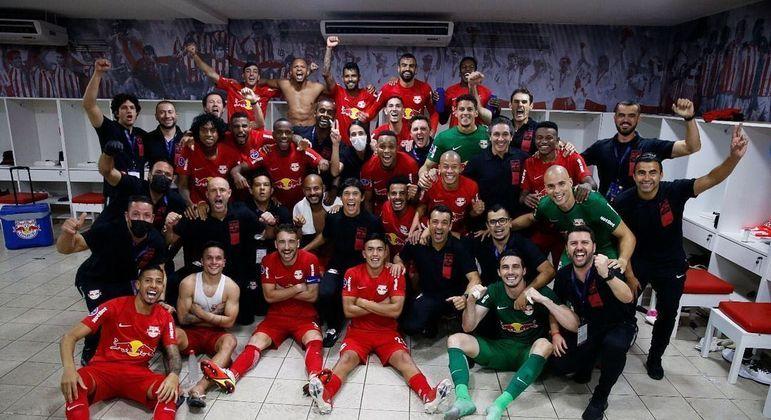 Jogadores do Bragantino comemoram classificação para a final da Copa Sul-Americana