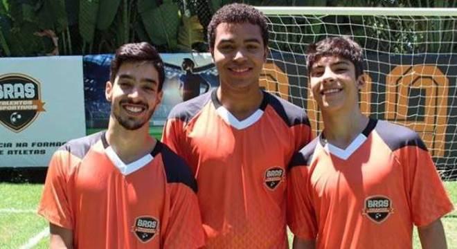 Peppe (Matheus Costa), Santiago (Marcio Elizzio) e Caio (Henrique Camargo)