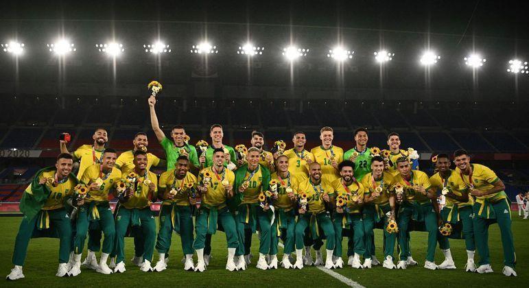 Seleção recebeu a medalha de ouro sem o agasalho da Paek. Camiseta da Nike teve destaque