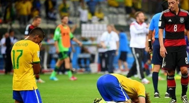 O  time festejado pela  Globo ontem. Envergonhou o país em 2014