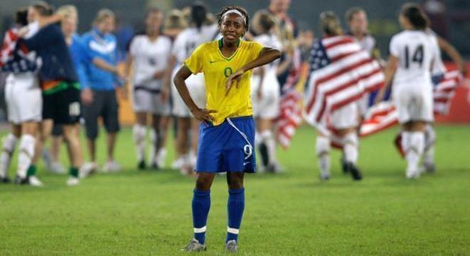 Contra as titulares, em Pequim, derrota do Brasil. Isso a Globo não mostra