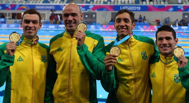 Equipe brasileira do revezamento 4x200 bateu o recorde pan-americano da prova