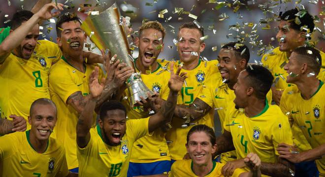 Gol vergonhoso de Miranda. E vitória do Brasil contra a Argentina ... 2b6a2e6fefdab