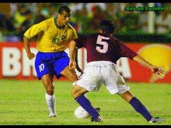 Brasil 3 x 0 Venezuela - Eliminatórias da Copa do Mundo FIFA de 2002 - Em jogo disputado no Castelão, em Fortaleza, a Seleção fez a goleada com dois gols de Luizão e um de Rivaldo, se classificando para a Copa de 2002.