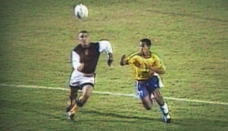 Brasil 7 x 0 Venezuela - Copa América de 1999 - Em jogo que ficou marcado por golaço de Ronaldinho Gaúcho na sua estreia pela Seleção, o Brasil massacrou a Venezuela com gols de Ronaldo (2), Amoroso (2), Émerson, Ronaldo e Rivaldo. O narrador Galvão Bueno imortalizou o bordão