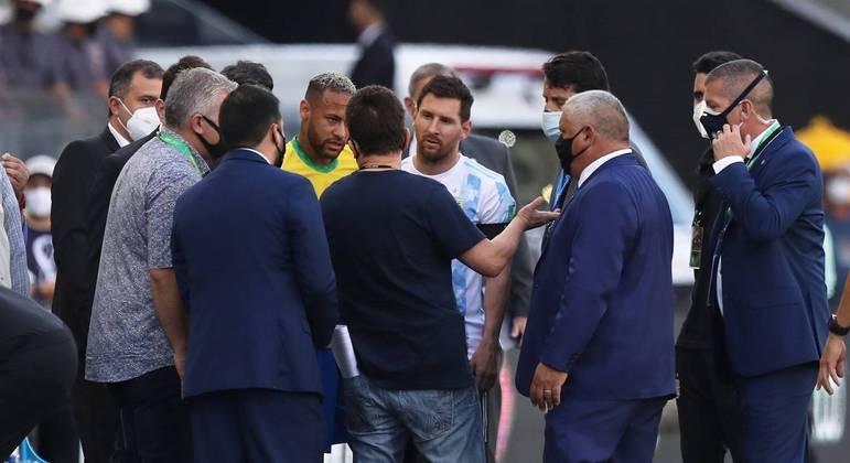 Brasil e Argentina foi interrompido após fiscais da Anvisa cobrarem retirada de jogadores argentinos
