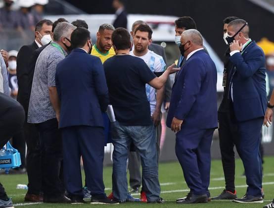 Argentina sai de campo após fiscais da Anvisa interromperem jogo - Esportes  - R7 Futebol