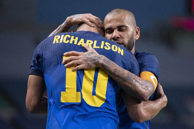 Brasil desbanca Arabia Saudita ao vencer por 3 a 0, com dois gols do Richarlison.