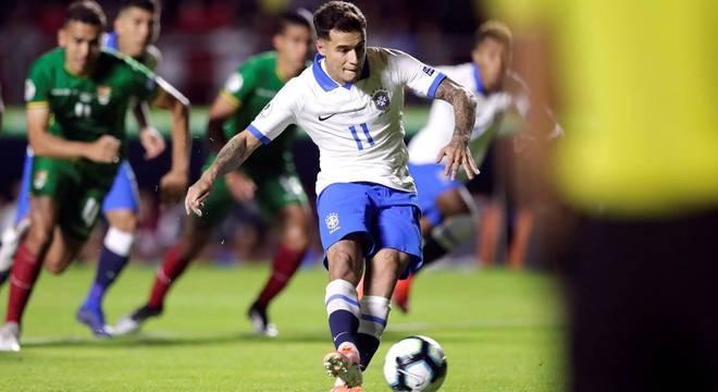 Philippe Coutinho tentou no segundo tempo assumir protagonismo de Neymar