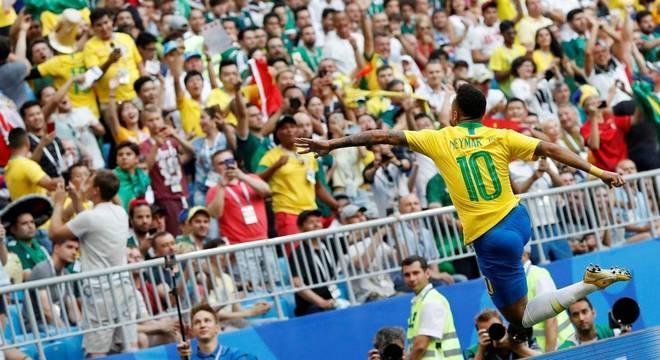 Neymar foi o homem do jogo diante do México e decidiu classificação e vitória