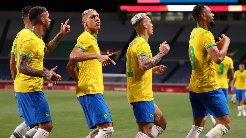 O Brasil celebra. Ganhou do bem montado Egito. Está na semifinal da Olimpíada