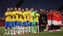 Daniel Alves lamenta chances perdidas, mas festeja vitória