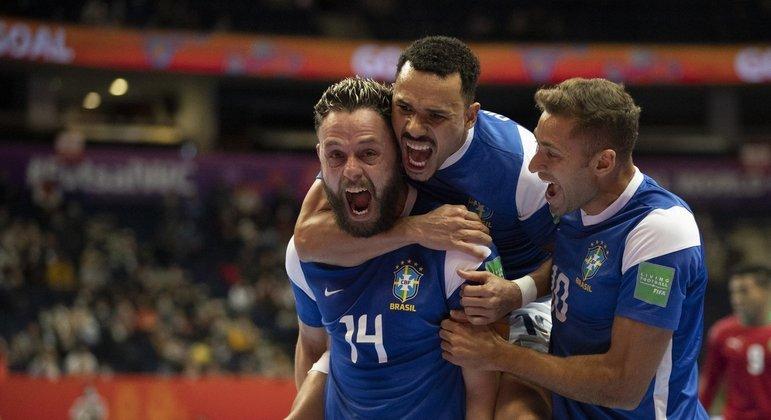 Rodrigo foi o autor do gol que levou o Brasil às semifinais do Mundial de Futsal