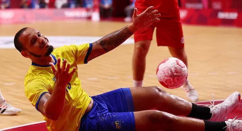 Brasil perde para Noruega na estreia do handebol masculino