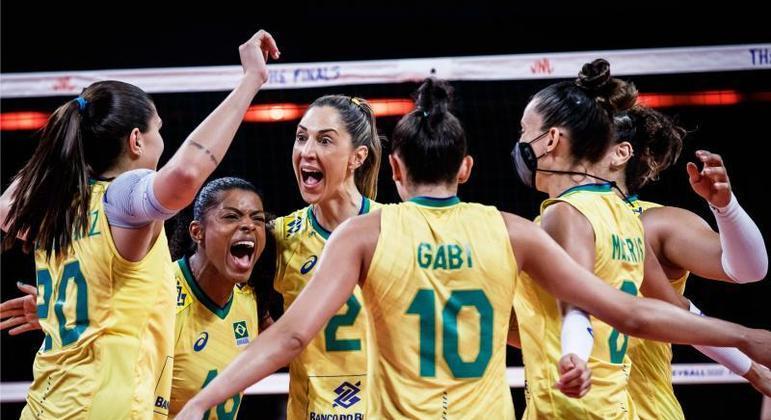 Brasil perdeu para Estados em com parciais de 26/28, 25/23, 25/23 e 25/21