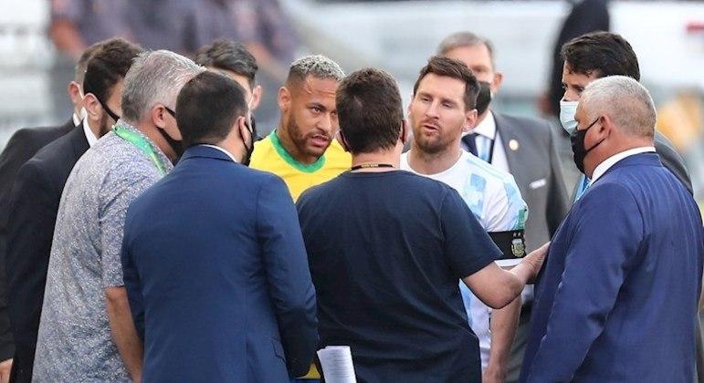 Brasil e Argentina foi interrompido aos 6 minutos do primeiro tempo, em São Paulo