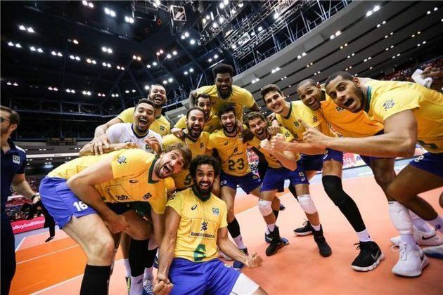 Brasil - Onze jogos, 11 vitórias e apenas 5 sets perdidos. Essa foi a campanha da seleção brasileira masculina de vôlei na Copa do Mundo do Japão 2019, em Hiroshima. Com isso, garantiu o tricampeonato da competição de forma invicta (levantou a taça também nas edições de 2003 e 2007).