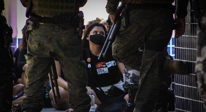 Manifestantes reagiram de forma pacífica ao serem detidos em Belém