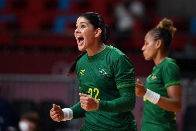 Brasil se esforça no jogo de handebol feminino, mas empata com ROC.