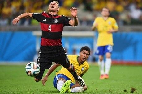 Paulinho herdou o título de Leonardo na Copa 2014