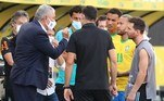 Qual é o argumento que a organização de saúde tem contra os quatro jogadores argentinos que atuam na Premier? Por que a ação ocorreu apenas quando o jogo foi iniciado? Impossível encontrar respostas lógicas, declarou o OléVeja também:Chamado de gordo, Neymar tira a camisa e volta a questionar críticos