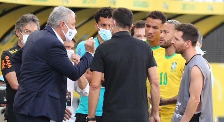 Brasil e Argentina foi interrompido pela escalação irregular de três jogadores