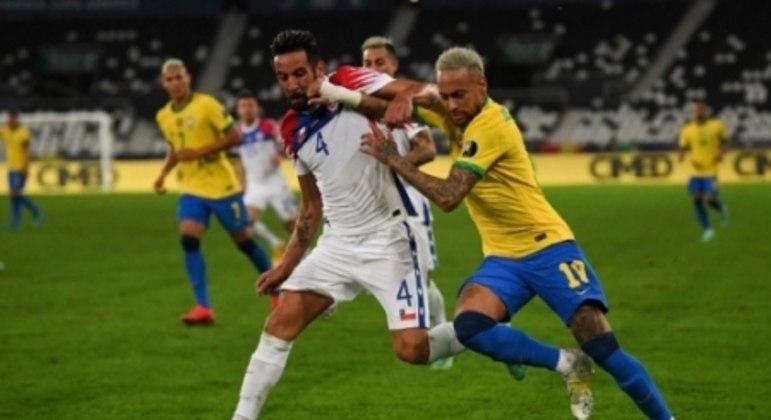 Brasil x Chile - Neymar e Isla