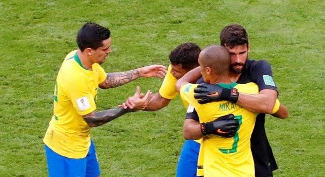 9c080624d8 Defesa brasileira sofreu só um gol nos quatro jogos que disputou na Rússia