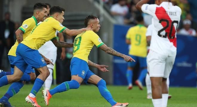 Éverton Cebolinha, a grande revelação do Brasil, marcou o primeiro