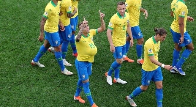 Éverton Cebolinha comemora segundo gol brasileiro