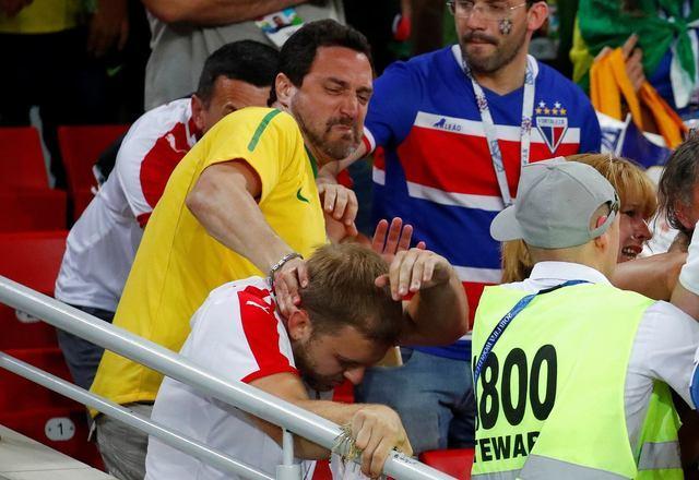 9d07d99e97 Anterior Torcedores brasileiros e sérvios trocaram socos ao final da  partida entre as seleções nas arquibancadas do