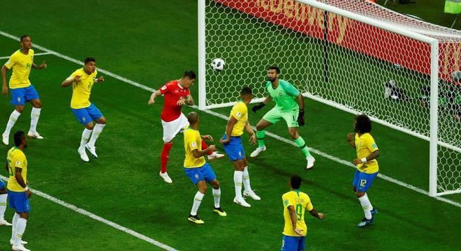 Zuber sobe de cabeça para empatar o jogo contra o Brasil