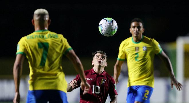 Soteldo, jogador do Santos, é um dos poucos que se destacam na Venezuela