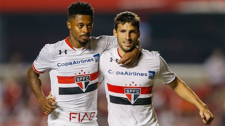Brasileirão 2013: O São Paulo encerrou o Campeonato Brasileiro de 2013 na nona colocação, com 50 pontos ganhos, ficando de fora da Libertadores de 2014.