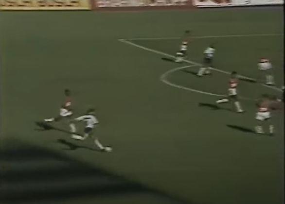 Brasileirão de 1990 - O São Paulo ficou no quase em 1990, após perder as duas partidas da final para o seu rival Corinthians.
