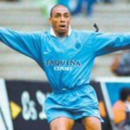 Brasileiro naturalizado boliviano, Sérgio João jogou por Madureira, América, Americano e Tupi. Na Bolívia, se destacou no Bolívar. Tem 18 gols em 22 jogos.