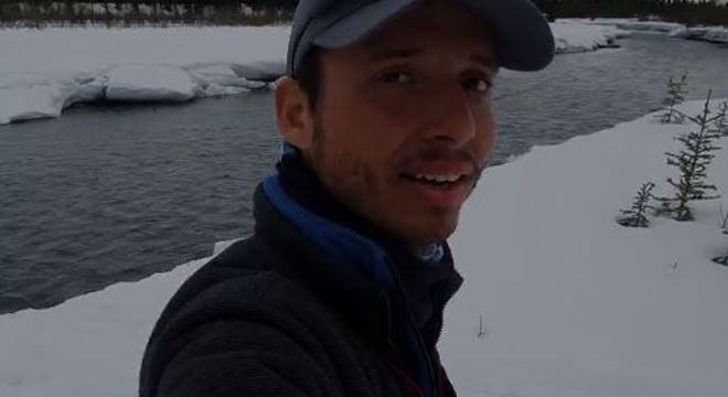 Gabriel Dias foi surpreendido pelo derretimento do gelo que cobria o rio no Alasca