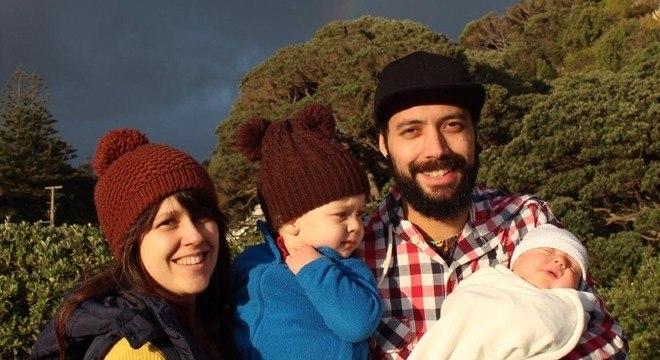A família de Mariana com a pequena Alice, que nasceu durante a quarentena