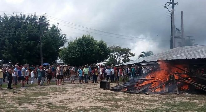 Brasileiros fizeram protestos e até queimaram objetos de venezuelanos
