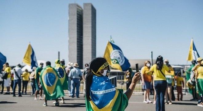 Grupos se concentram em lados opostos da zona central da capital federal