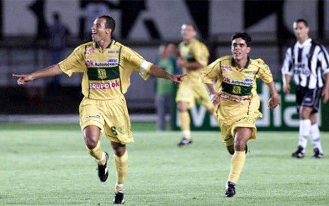 Brasiliense - O clube tinha apenas dois anos de fundação quando surpreendeu a todos e foi vice da Copa do Brasil de 2002.