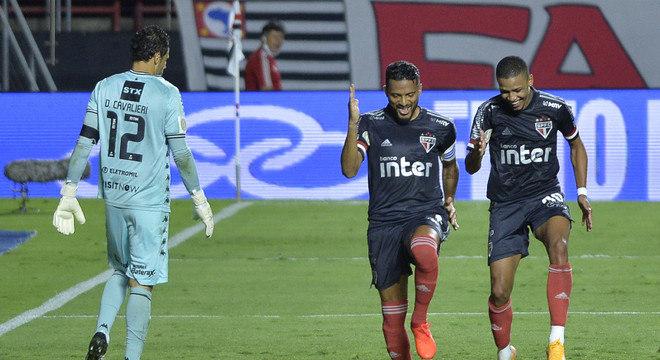Reinaldo e Brenner comemoram gol do São Paulo sobre o Botafogo