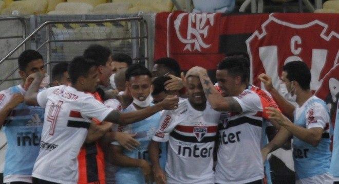 Jogadores do São Paulo comemoram gol de Brenner sobre o Flamengo