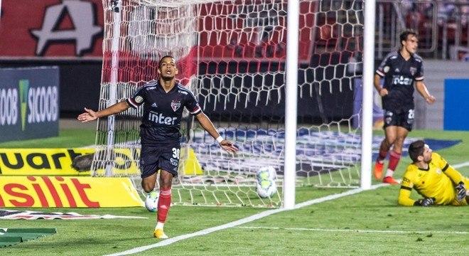 Aposta de Diniz, Brenner correspondeu e marcou dois gols
