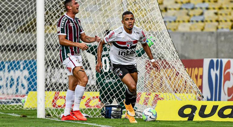 Brenner desequilibrou o jogo. Marcou os dois da vitória fundamental do São Paulo. Sete pontos de vantagem