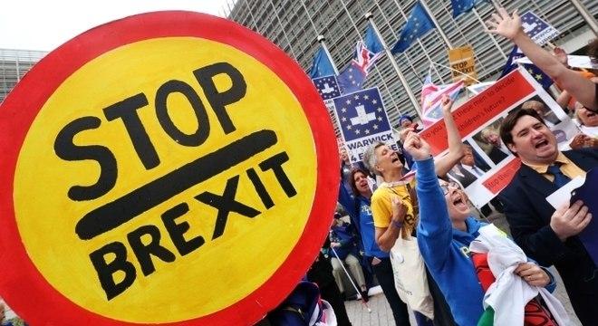 Protesto contra o Brexit do lado de fora da Comissão Europeia em Bruxelas